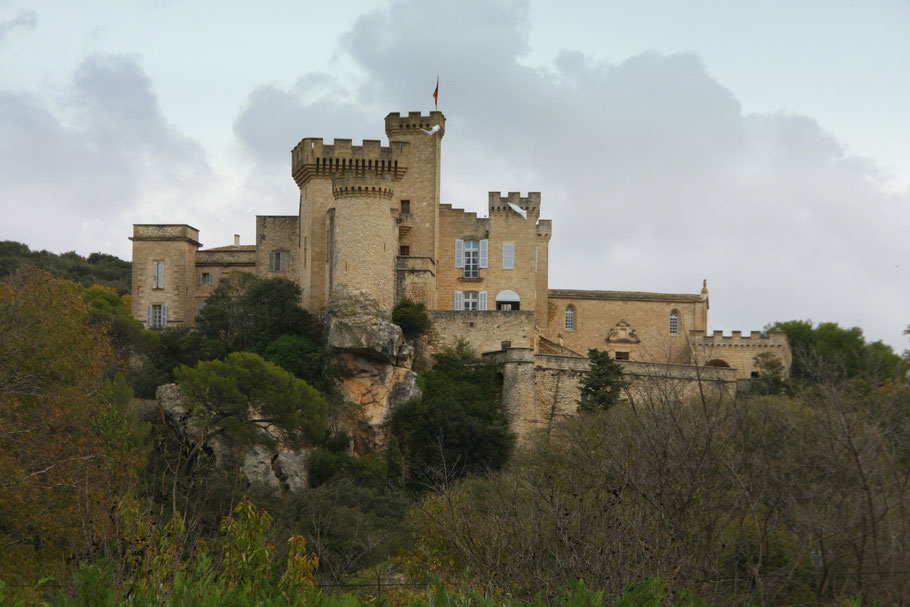 Bild: Blick auf Château de la Barben