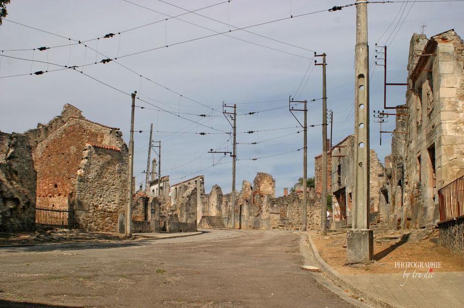 Bild: Gedenkstätte des Massaker von Oradour sur glane, hier zerstörte Straße