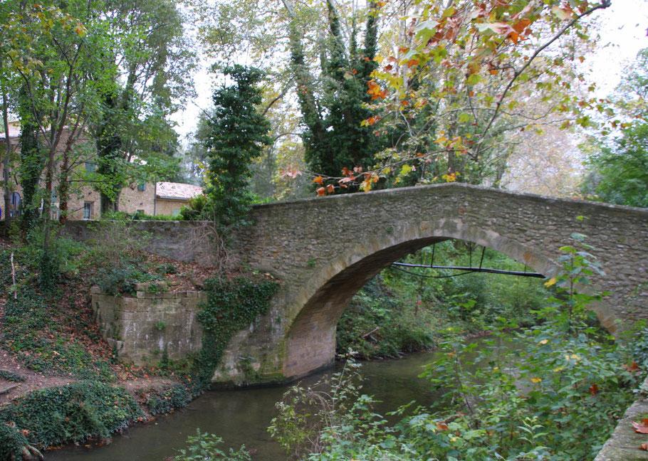 Bild Brücke beim Château de la Barben