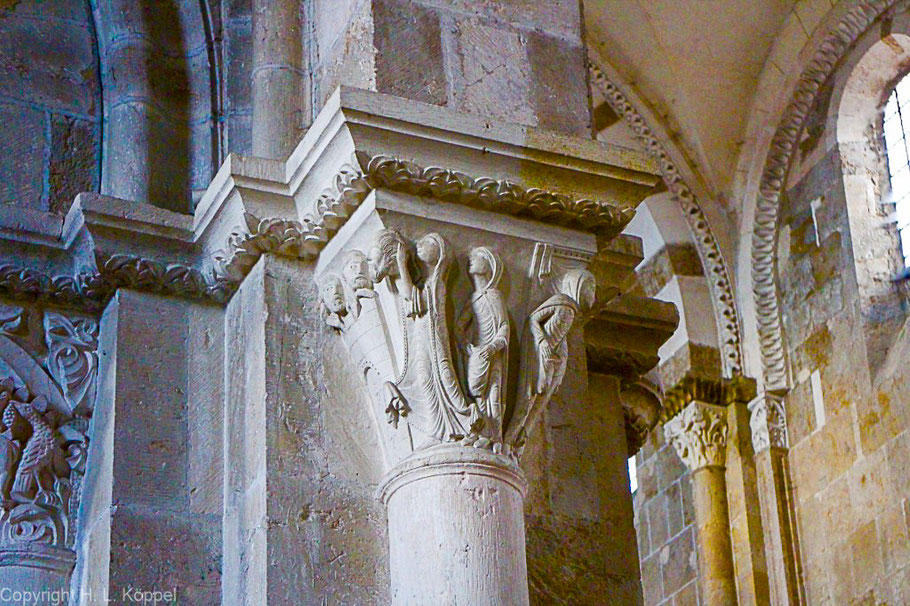 Bild: Salome mit dem Kopf Johannes des Täufers in der Hand in der Basilika Sainte Marie Madeleine in Vézelay