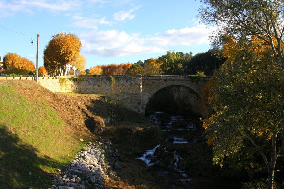 Bild: Jouques, Brücke an der Dorfeinnfahrt