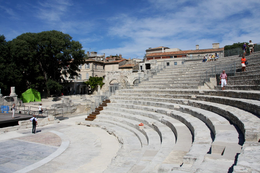 Bild: das antike Theater in Arles, Provence