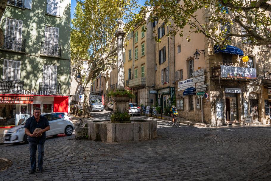 Bild: Bargemon im Var mit Place Chauvier mit der Fontaine Philippe Chauvier