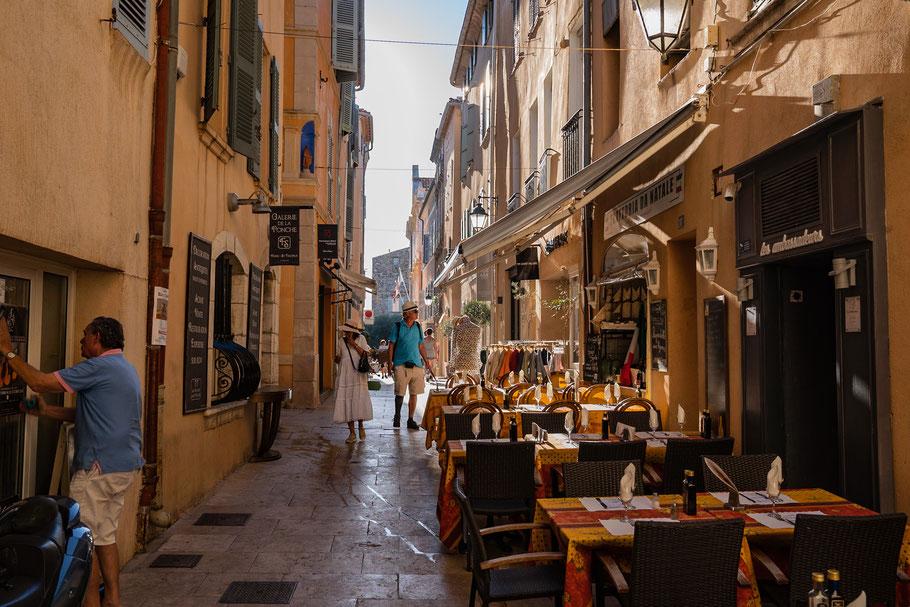 Bild: Saint-Tropez in der Rue de la Ponche Beach