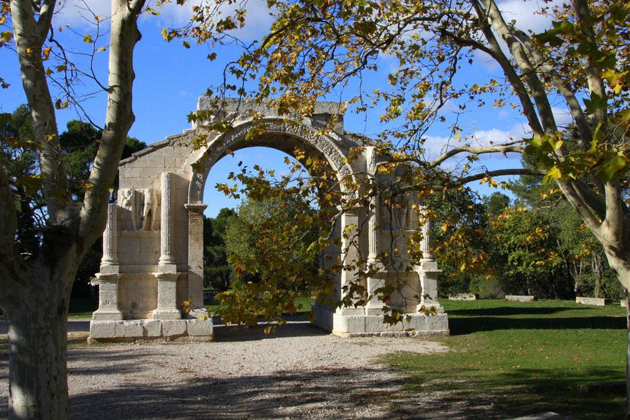 Bild: Triumphbogen von Glanum aus der Zeit des Augustus in St-Rémy-de-Provence