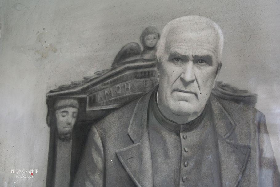 Bild: Les Rochers sculptés de Rothéneuf hier Abbé Fouré