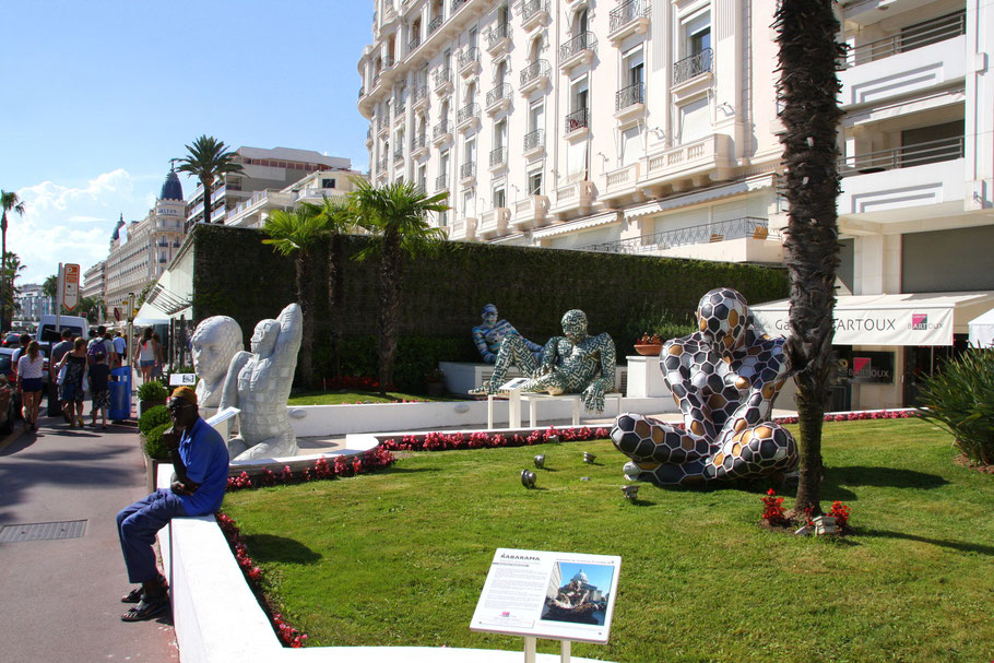 Bild: Kunst vor den Hotels in Cannes