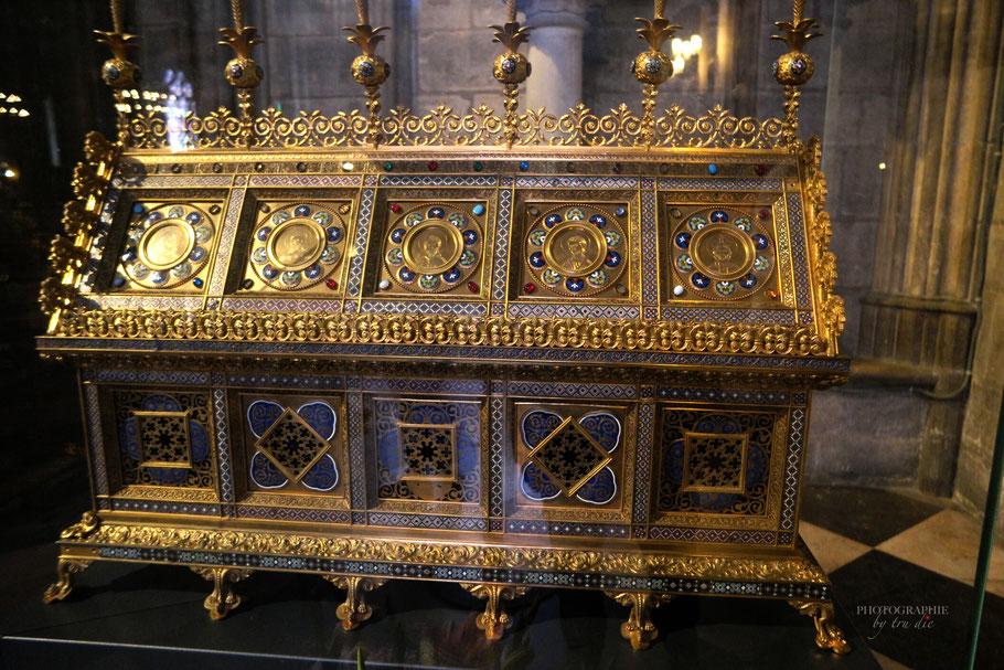 Bild: Goldener Schrein in der Cathédrale Notre-Dame de Paris