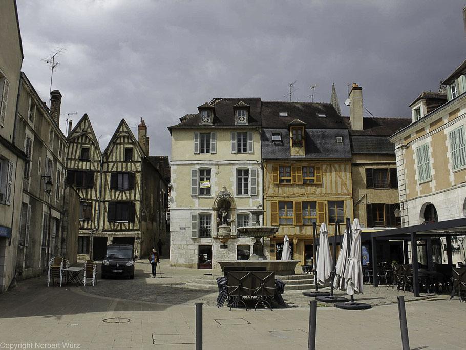 Bild: Auxerre in der Altstadt, Place Saint-Nicolas