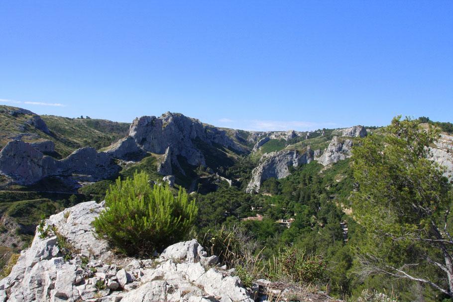 Bild. Blick von Orgon in die Alpilles