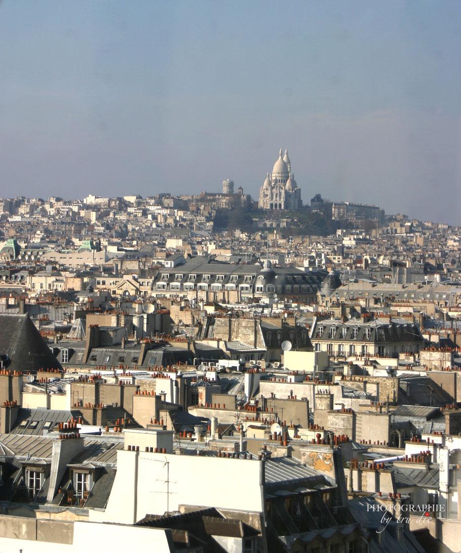 Bild: Ausblick auf Montmartre vom Obergeschoss des Centre Pompidou in Paris