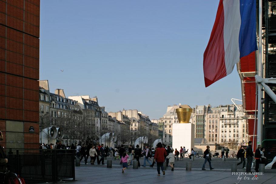 Bild: Centre Pompidou in Paris von Fontaines Igor Stravinsky aus gesehen