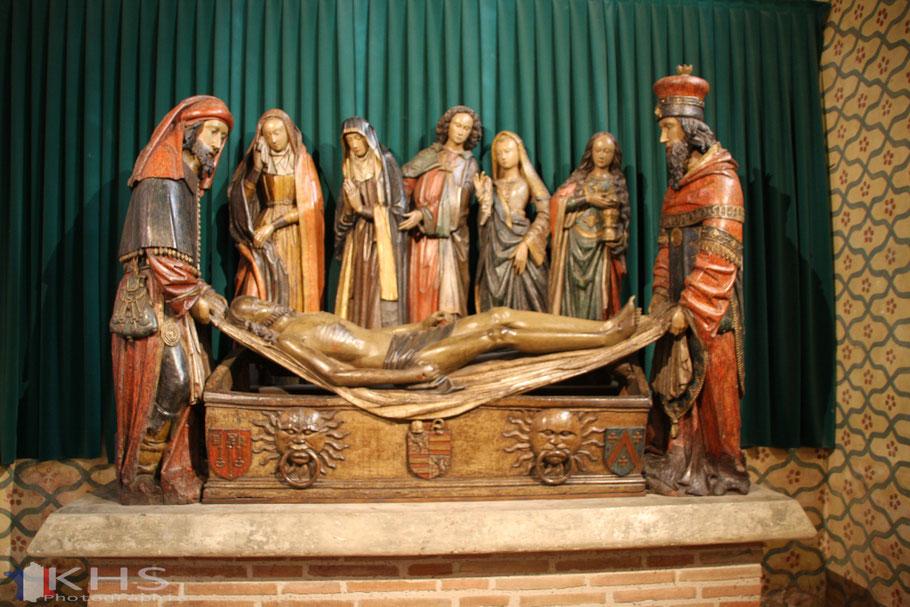 Bild: Die Grablegung, aus polychromem Nussholz stammt aus dem 15. Jh. in Saint-Pierre in Moissac