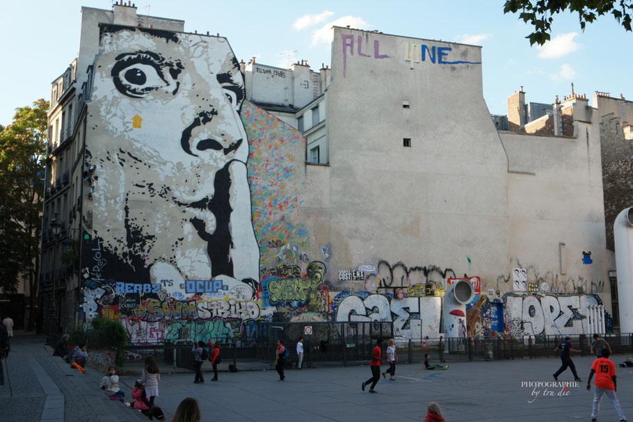 Bild: Streetart-Kunst an der Fontaine Igor Stravinsky Paris