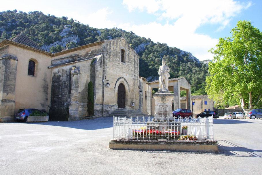 Bild: Pfarrkirche aus dem 12. Jh. in Robion im Vauluse