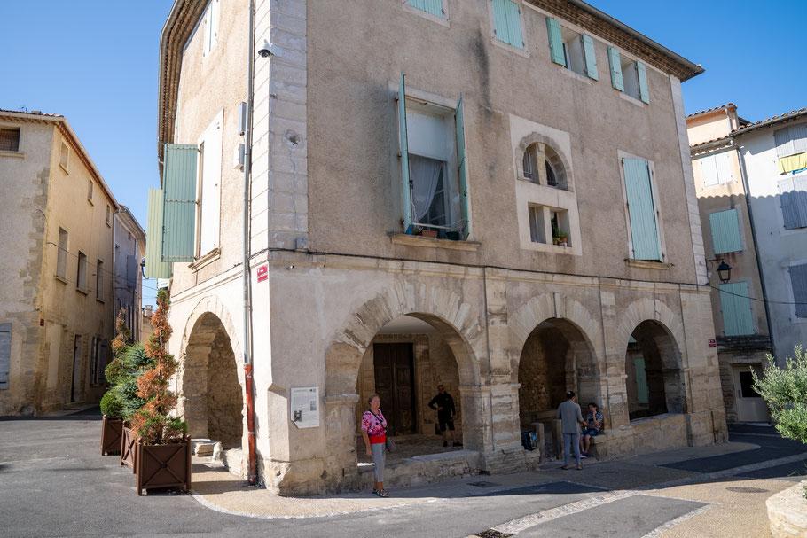 Bild: Mazan im Vaucluse mit seiner ehemaligen Markthalle