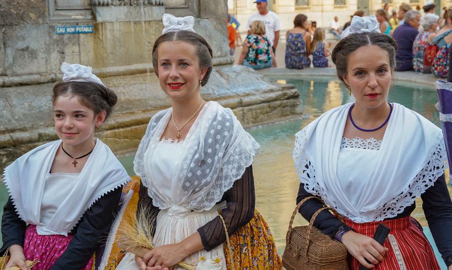 Bild: Menschen in der Provence, hier bei der Féte La Pégoulado in Arles