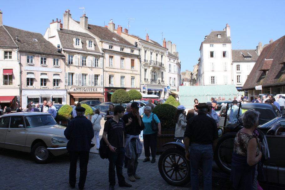 Bild: am zentralen Platz in Beaune