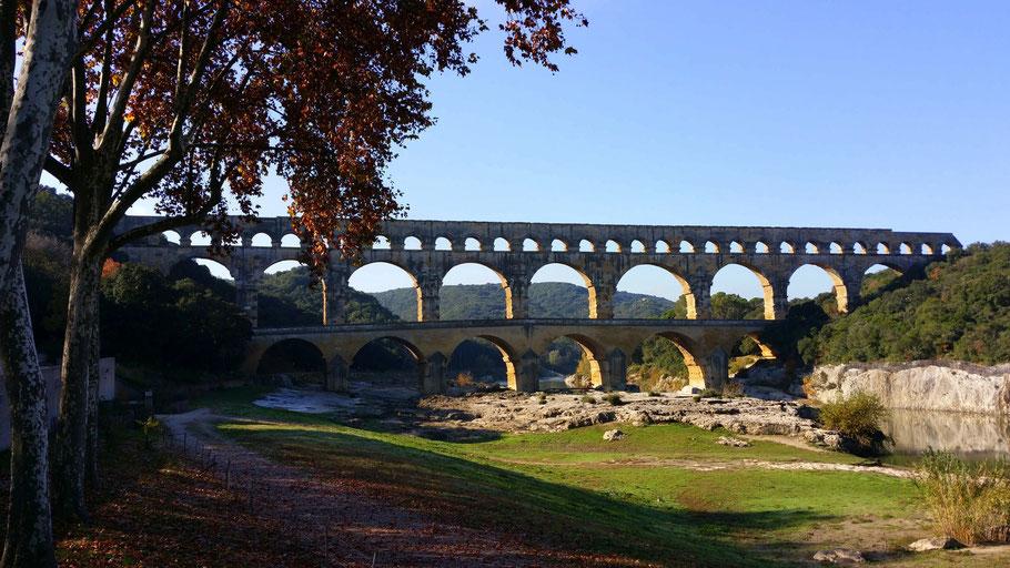 Bild: Pont du Gard von der rechten Uferseite
