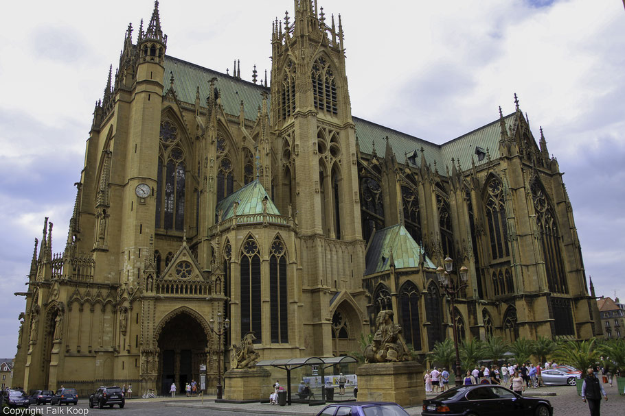 Bild: Kathedrale Saint-Etienne in Metz, vom Place d´Armes aus gesehen