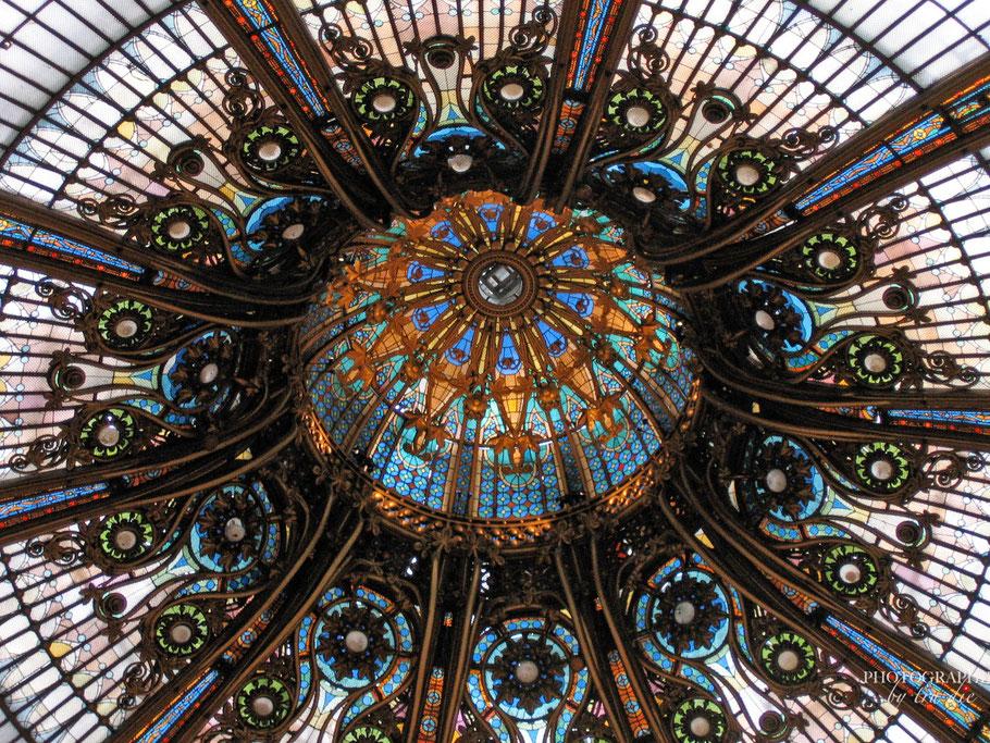 Bild: Glaskuppel im Innern der Galeries Lafayette, Paris