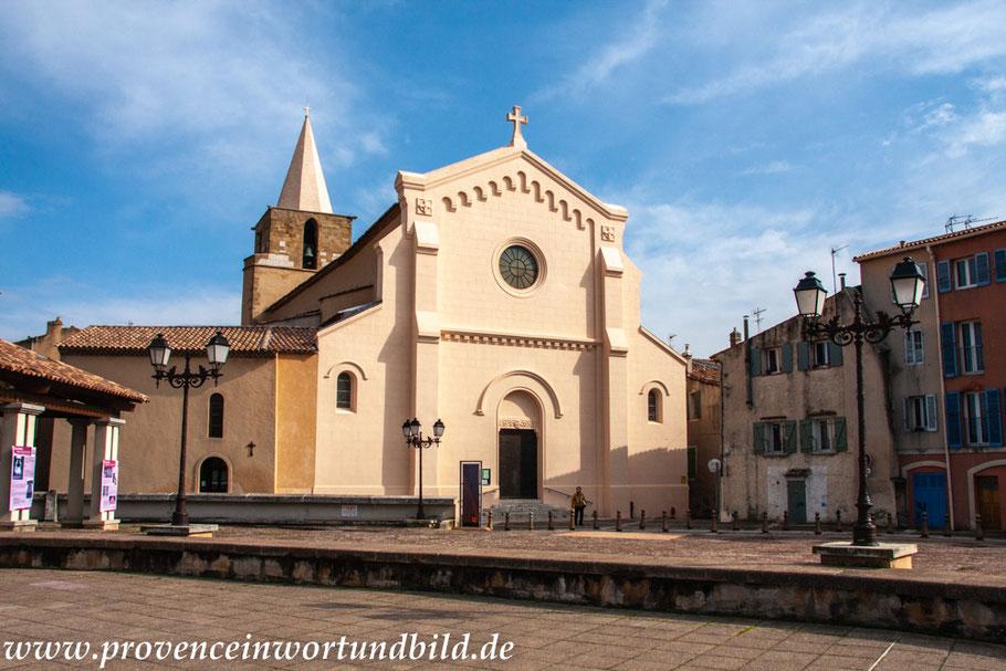 Bild: Aubagne mit Eglise Saint Sauveur