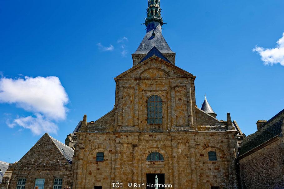 Bild: Blick auf das Eingangsportal der Kirche von Mont-Saint-Michel