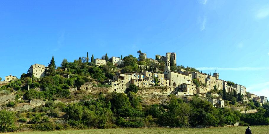 Bild: Panorama von Montbrun-les-Bains, Drôme