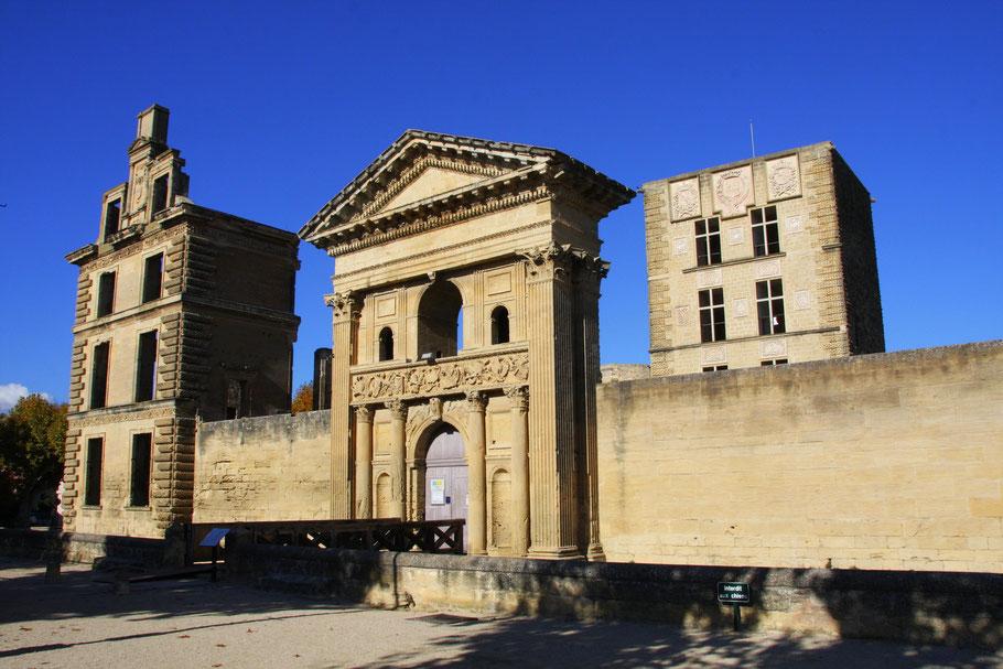 Bild: Château La Tour-d´Aigues  die Hauptsehenswürdigkeit des Ortes La Tour-d´Aigues im Luberon