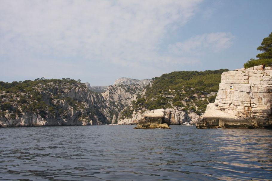 Bild: Einfahrt in die Calanque de Port Pin und  Calanque d´en Vau links