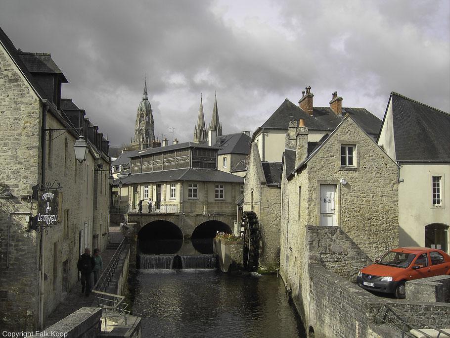 Bild: In der Altstadt von Bayeux am Fluß der Aure