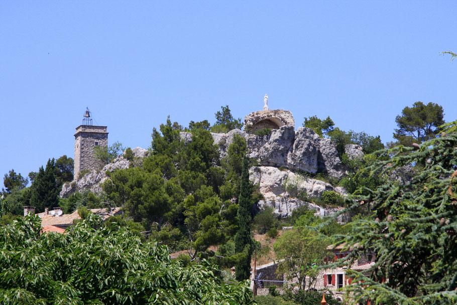 Bild: Bilck auf den Bergfried in Eygalières