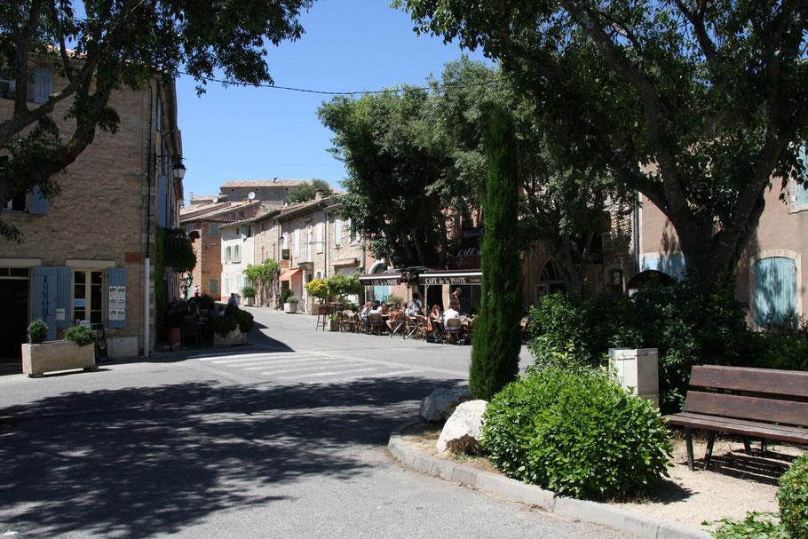 Bild: Dorfplatz von Goult in der Provence