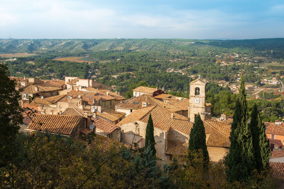 Bild: Blick auf das alte malerische Ventabren im Bouches du Rhône