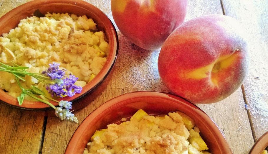 Bild: Rezept Pfirsich Lavendel Crumble