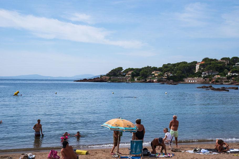 Bild: Ausserhalb Saint-Raphael am sandigen Strand der Beach de la Péguière, Massif de l`Estérel