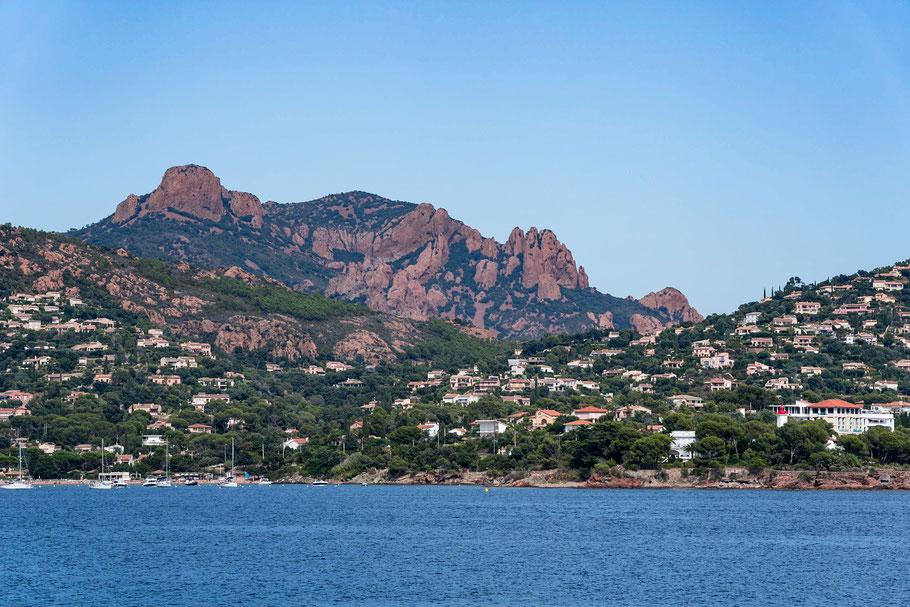 Bild: Agay mit den Bergen des Massif de l´Estérel