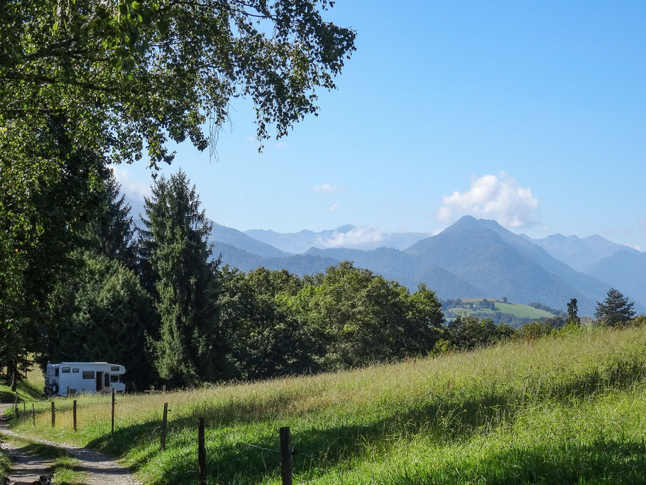 """Bild: Rastplatz """"Croix de hautieres"""" 10 Km vor Asson"""