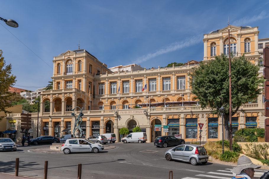 Bild: Grasse mit Palais de Congrés im Département Alpes Maritimes
