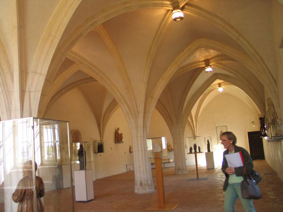 Bild: in der Museumshalle der Monastère de Brou