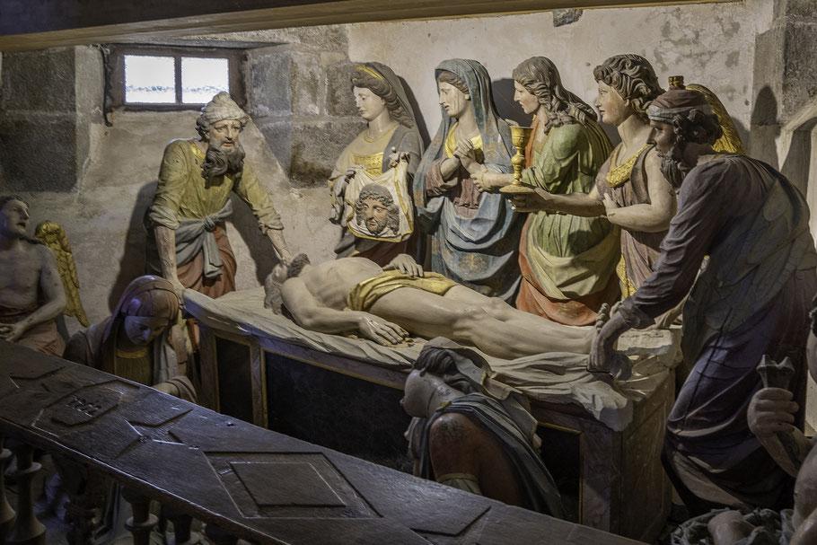 Bild: Grablegung - Mise au Tombeau - im Beinhaus in Saint-Thégonnec im