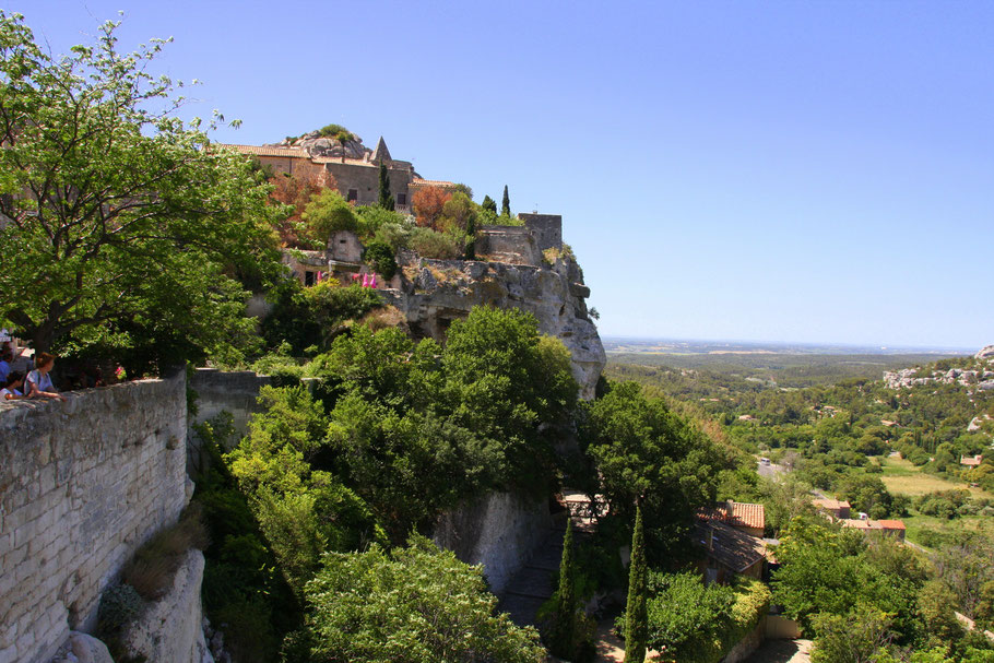 Bild: Blick auf Les Baux-de-Provence vom Parkplatz vor dem Ort