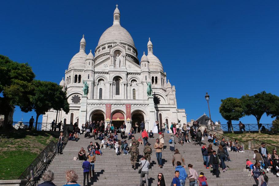 Bild: Der Treppenaufgang zu Sacré Coeur in Paris