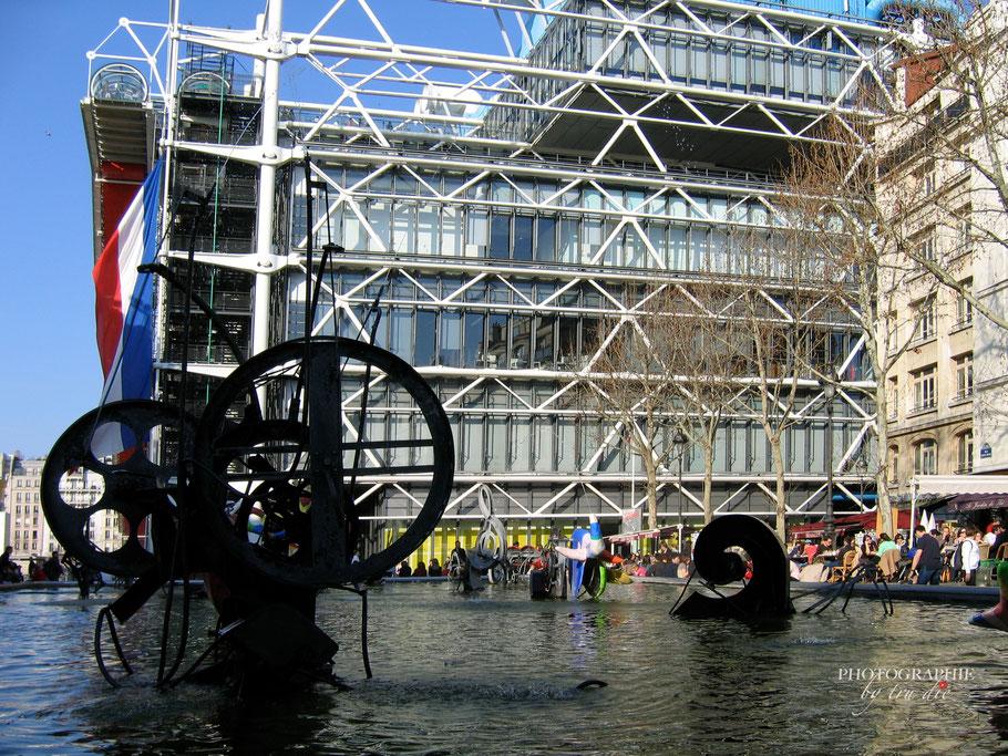 Fontaines Igor Stravinsky mit Blick auf das Centre Pompidou