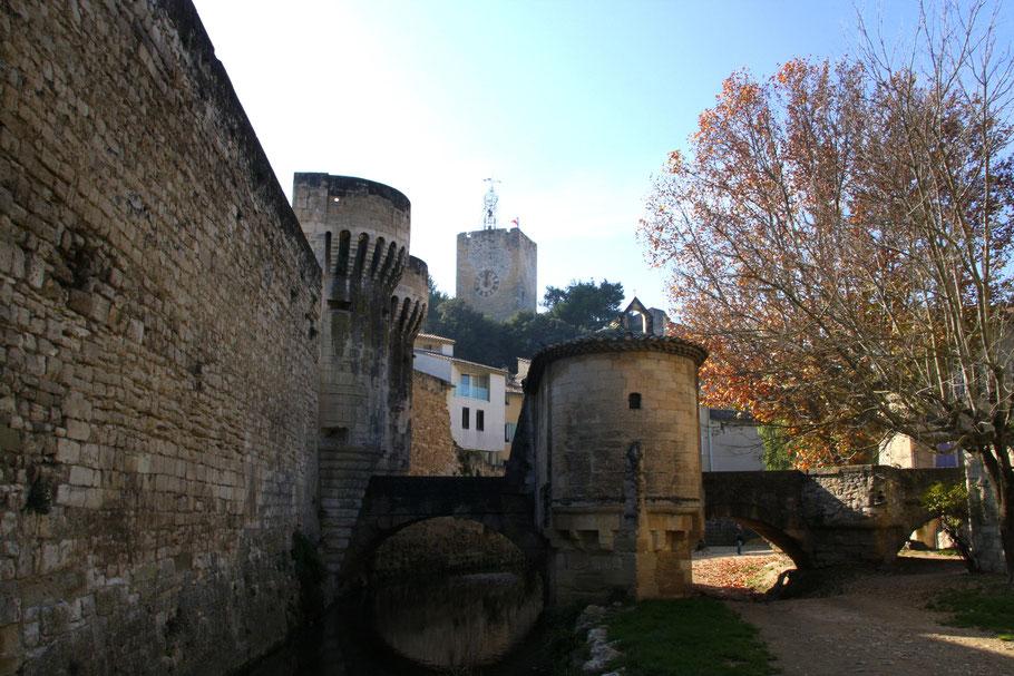 Bild: Porte Notre Dame mit Blick auf Tour de l´Horloge, Pernes-les-Fontaines