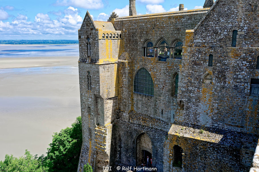 Bild: Blick auf den gotischen Bau der Benediktinerabtei von Mont-Saint-Michel