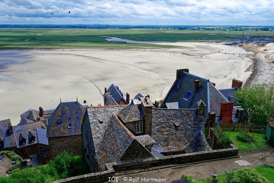 Bild:  Blick auf Dächer und Landschaft von Mont-Saint-Michel