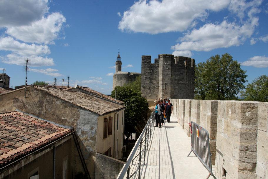 Bild: Auf der Stadtmauer mit Blick zum Tour de Constance in Aigues-Mortes