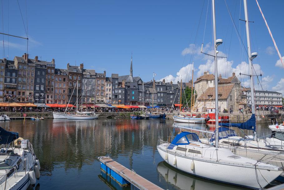 Bild: Honfleur im Département Calvados in der Normandie  hier Église Sainte-Catherine hier am Vieux Bassin