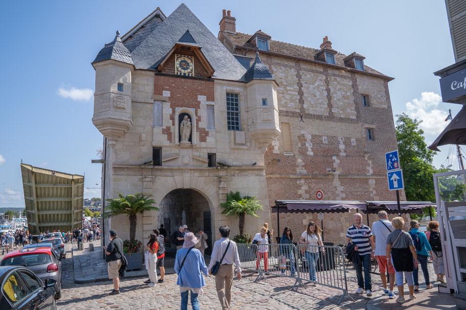 Bild: Honfleur im Département Calvados in der Normandie  mit Lieutenance